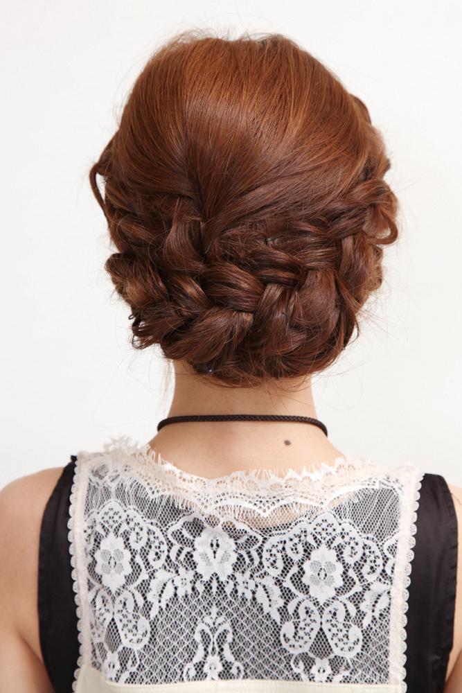... 編み込み&三つ編みでまとめ髪|スタイリング①後ろ髪を三つ編み ...